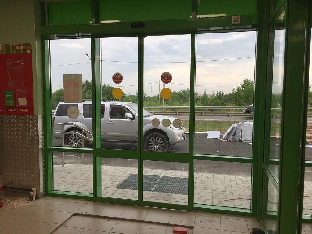 установка автоматических дверей в пятерочке