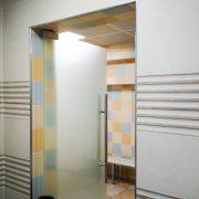 монтаж стеклянных дверей